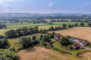 SOLD STC – Lower Sands Farm, Low Lane, Calne, Wiltshire, SN11 8TR – Offer Deadline 12.00noon – 22/09/21